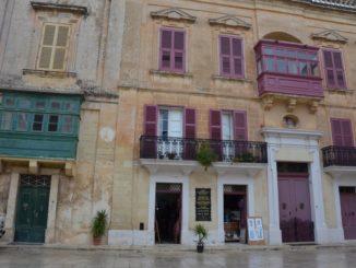 Malta, Mdina – red and green, Feb. 2013