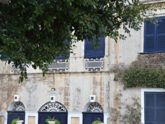 Malta, Mdina – blue windows, Feb. 2013