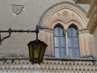 Malta, Mdina – lamp and window, Feb. 2013