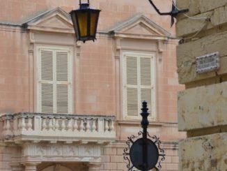 Malta, Mdina – red door and lamp, Feb. 2013