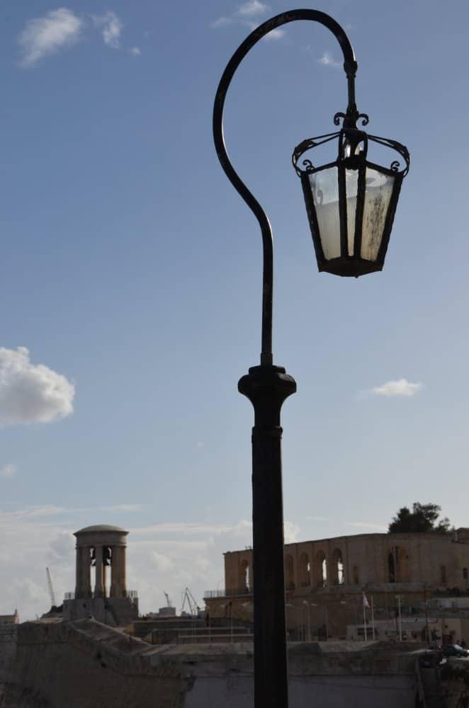 Malta, Valletta – lamp, Feb.2013 (Valletta)