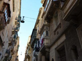 Malta, Valleta – looking up, Feb.2013