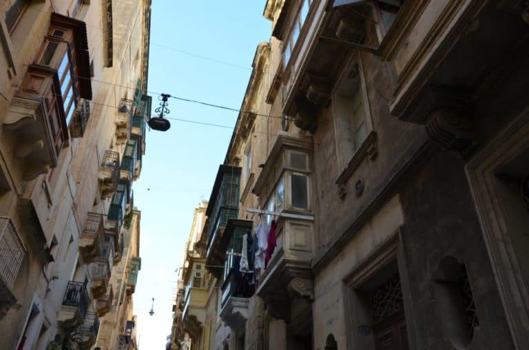 Malta, Valleta – looking up, Feb.2013 (Valletta)