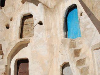 チュニジア、メタムール-黄色い扉 2008年12月