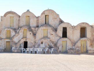 Tunisia, Metameur – yellow doors, Dec. 2008