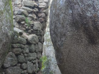 Portugal, Monsanto – boulder and stone wall, Nov.2014