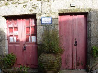 Portugal, Monsanto – red doors, Nov.2014