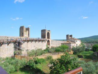 14 torri a Monteriggioni in Toscana
