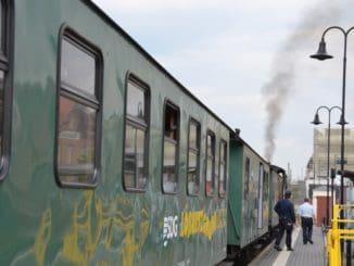 蒸気機関車と馬車を乗り継いで