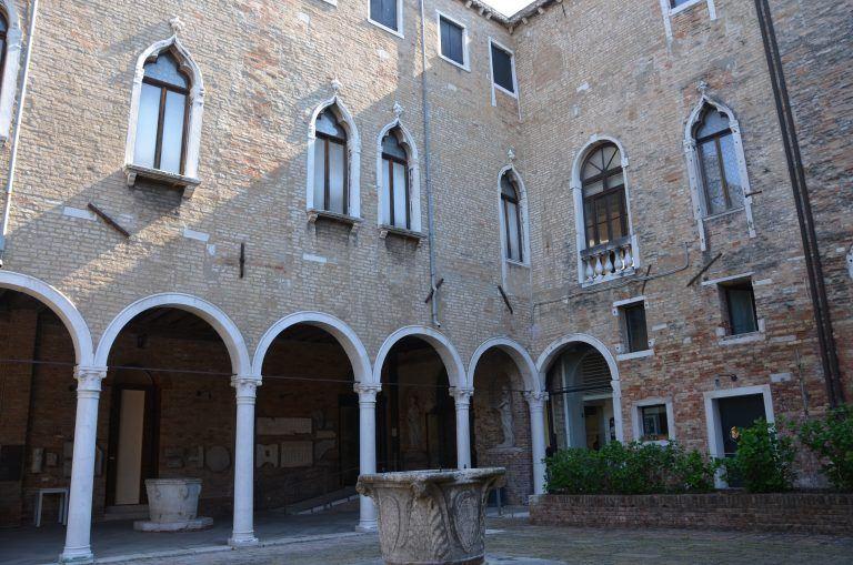 Murano, museum – courtyard, Apr.2017 (Venice)