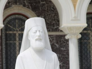 Archbishop's Palace – statue, Mar.2015