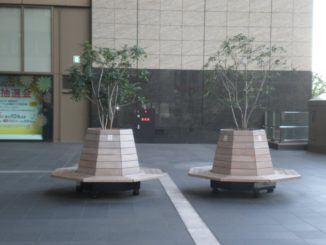 Japan, Osaka – benches twins, Apr. 2013