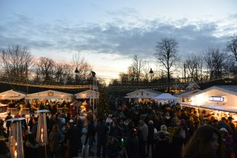 France-Paris-Jardin des Tuileries-Christmas market-crowd