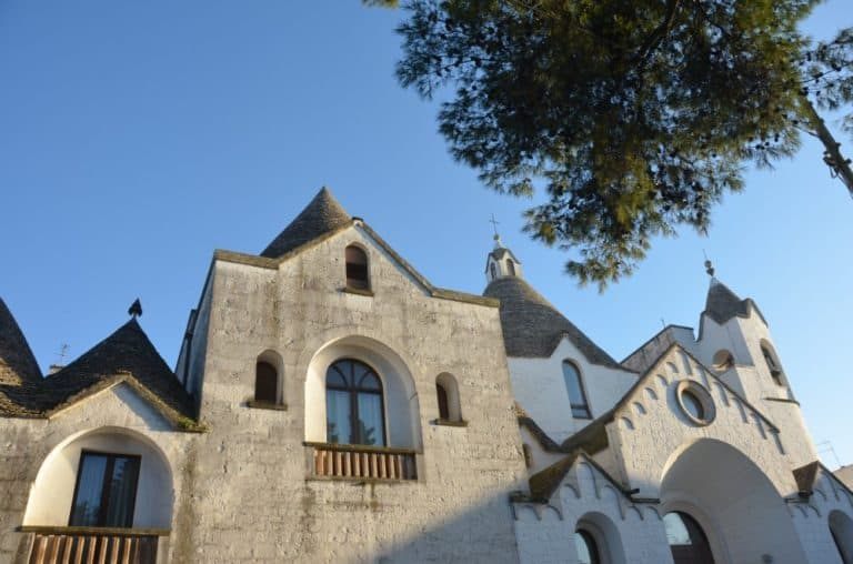 教会もトゥルッリ