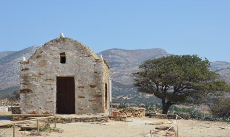 Prima la chiesa e poi le rovine, a Naxos