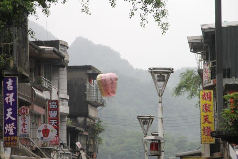 Abbiamo provato le lanterne volanti a Shifen