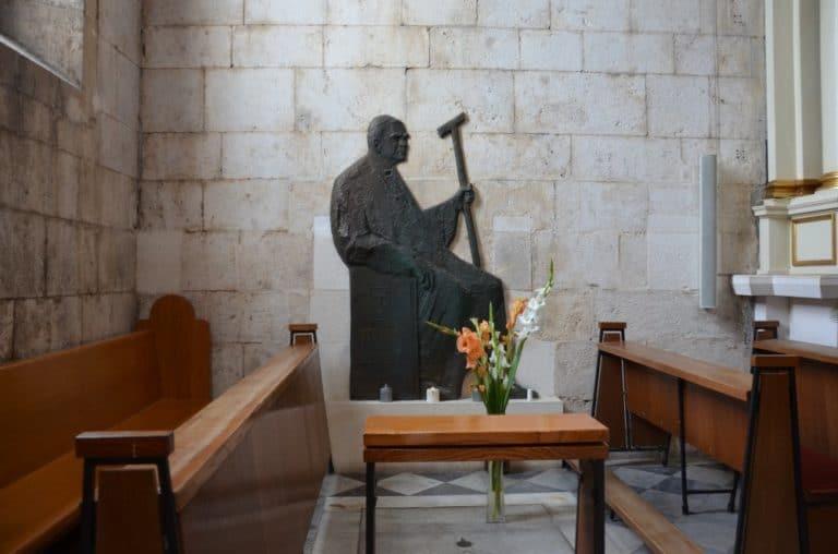 Croatia, Sibenik – statue of bishop, July 2014 (Sibenik)