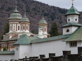 ルーマニア、シナイア-屋根の上 2014年4月