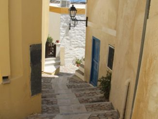 Greece, Syros, Ano Syros – yellow wall, Sept.2013