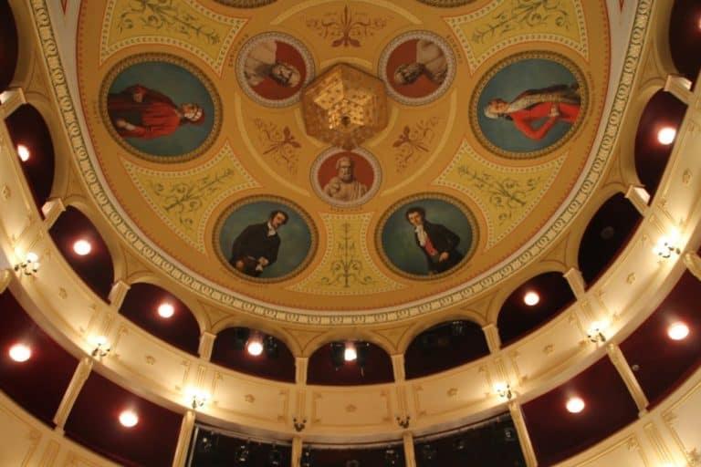 Vedere un opera al teatro Apollo