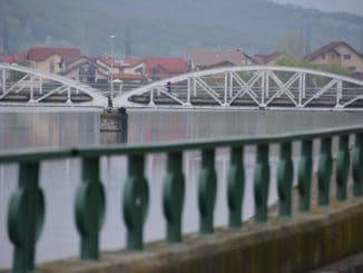 Romania, Taugu Jiu – railroad bridge and railing, Apr. 2014