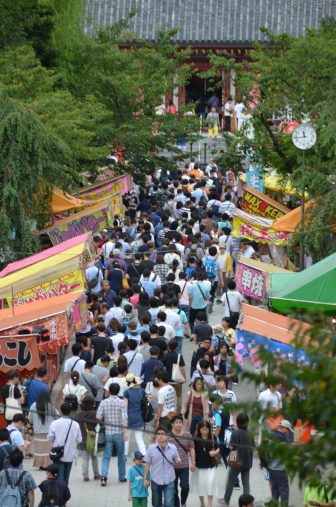 Tokyo – Ueno, crowd, Aug.2016