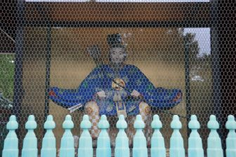Tokyo – Nezu Shrine, statue, Aug.2016