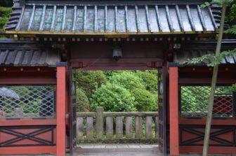 Tokyo – Nezu Shrine, gate, Aug.2016