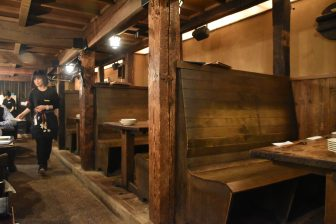 Japan-Tokyo-restaurant-Gonpachi-tables-wooden-waitress