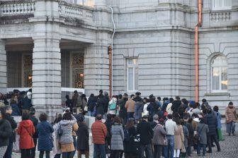 Japan-Tokyo-Akasaka Palace-State Guest House-front garden-queue