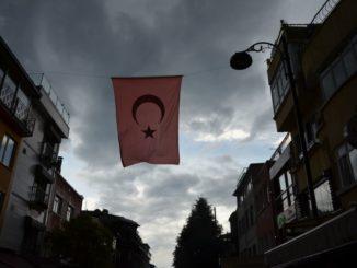 イスタンブールは雷雨