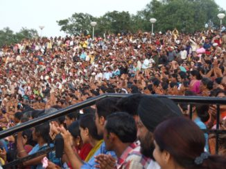 India, Wagah – crowd, Sept.2006