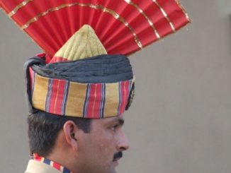 India, Wagah – uniform, Sept.2006