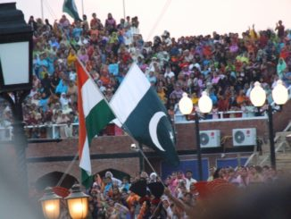 India, Wagah – flags, Sept.2006