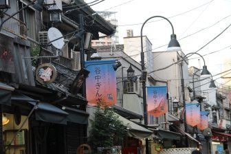 Yanaka – lamps and flags, Apr.2017