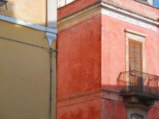 イタリア、パロ・デル・コッレ-ピンクの家 2011年