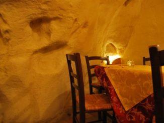 Anche i ristoranti sono nella grotta