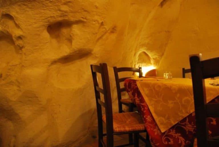 Anche i ristoranti sono in una grotta a Matera