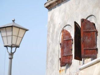 Mostar – lamp and windows, Apr. 2009