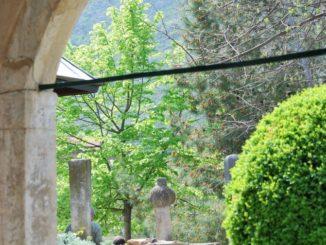 Mostar – minaret and hill, Apr. 2009