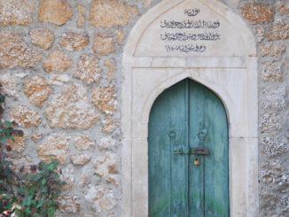 Mostar – green door, Apr. 2009