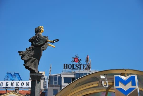 高くそびえるソフィア像
