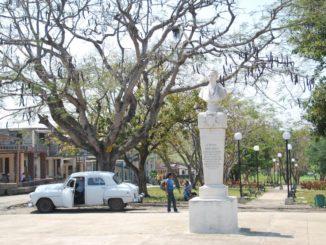 Cuba, Rodus – white car, spring 2010
