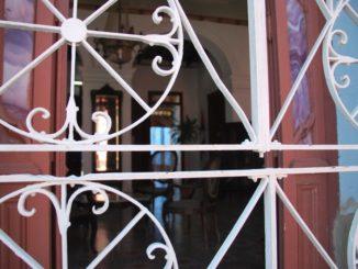 Cuba, Trinidad – peeping, spring 2010