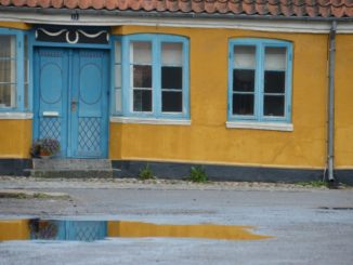 Denmark, Ribe – blue and yellow, July2012