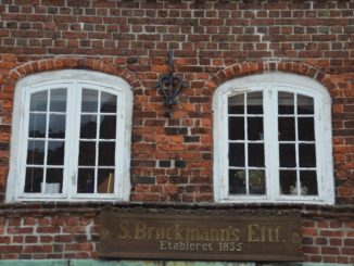 Denmark, Ribe – 2 windows, July2012