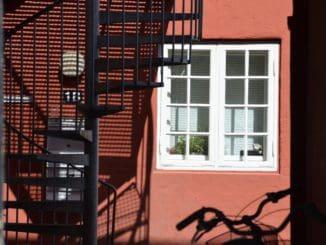 Denmark, Ribe – shadows, July2012
