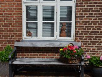 Denmark, Ribe – window, bench & flowers, July2012