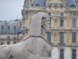 France, Paris – statue, 2012