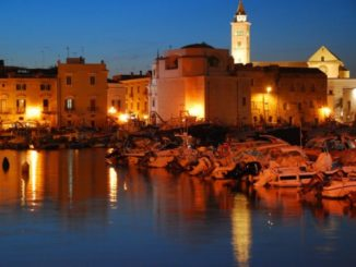 At night in Trani
